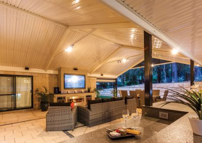 Outdoor living area colourbond roof